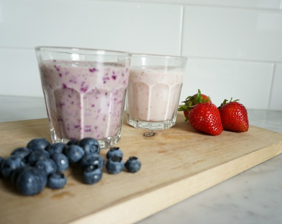 strawberry banana and blueberry smoothie