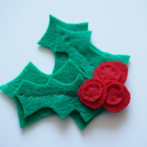 how to sew a felt holly pin