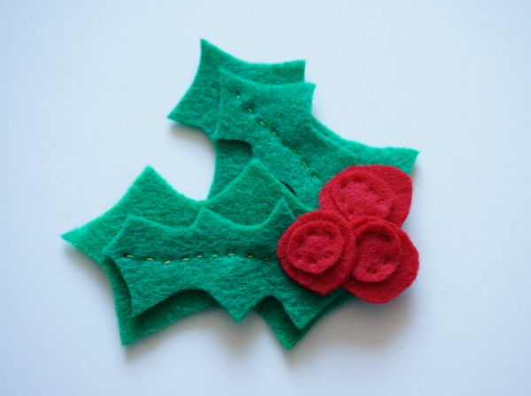 felt holly pin 2