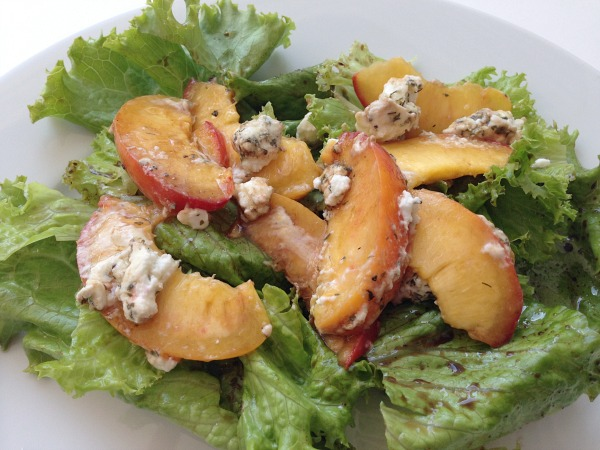 peach salad with balsamic vinaigrette