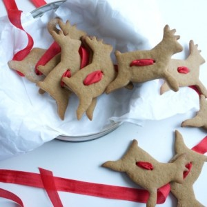 gingerbread reindeer cookie garland in tin