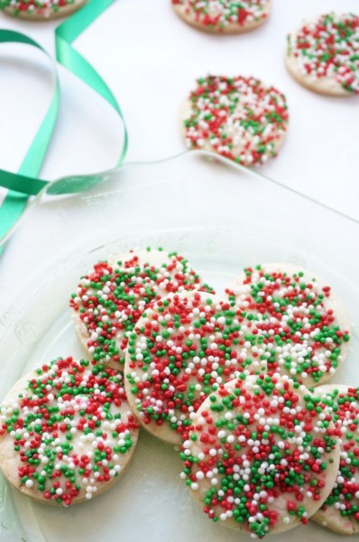 These are some of the holiday cookies my friends and I get tons of requests for. You're sure to find some new family favourites! | Christmas | FoodRetro.com