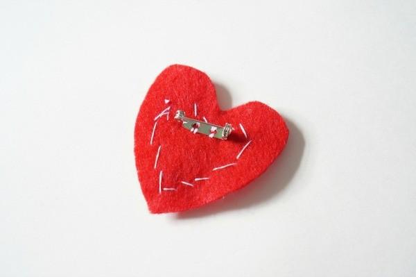 felt heart brooch pin back