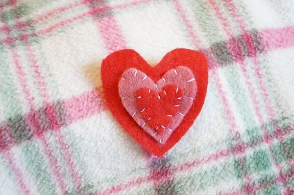 valentine felt heart brooch