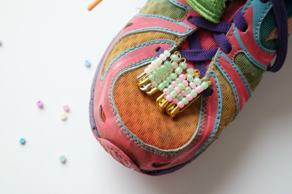 friendship pin on shoe tween craft project