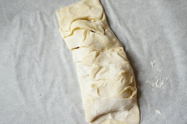 apple turnover uncooked pastry