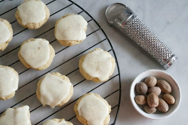 eggnog cookie with grater and nutmeg