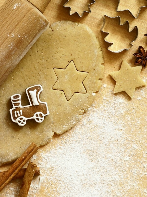 10 Tips for Holiday Baking with Kids (Or: how to bake with your kids without losing your mind)   Life Hacks   Tips   Parenting  YMCFood   YummyMummyClub.ca