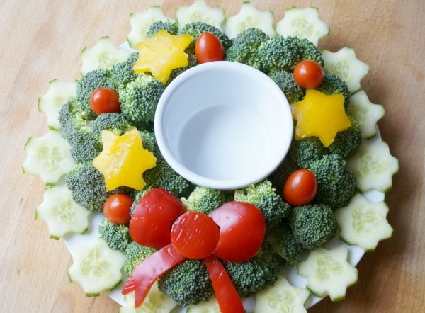 christmas wreath vegetable platter