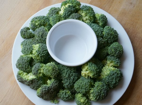 christmas veggie platter with broccoli