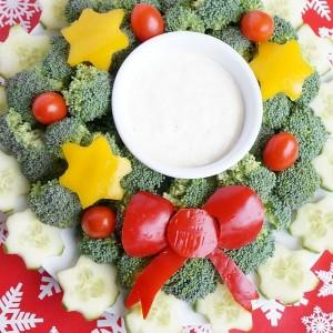 christmas wreath vegetable platter 2-min