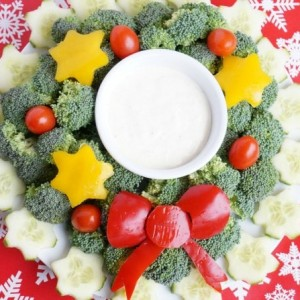 Christmas wreath veggie platter