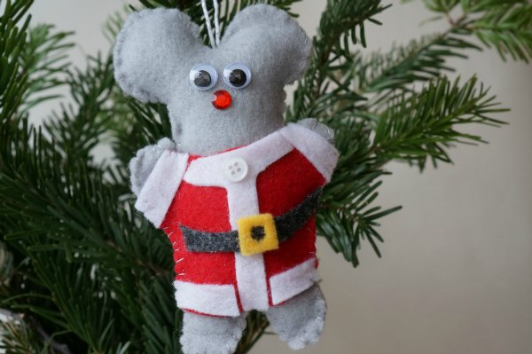 felt mouse ornament