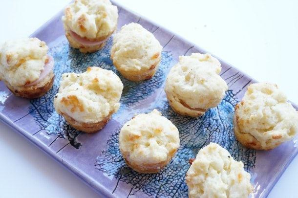 Sour cream cheese biscuits recipe - Got a partial tub of sour cream to use up, and no idea what to do with it? These 3 easy recipes will create less food waste and wow unexpected drop-in guests (or even just your family). | YMCFood | YummyMummyClub.ca