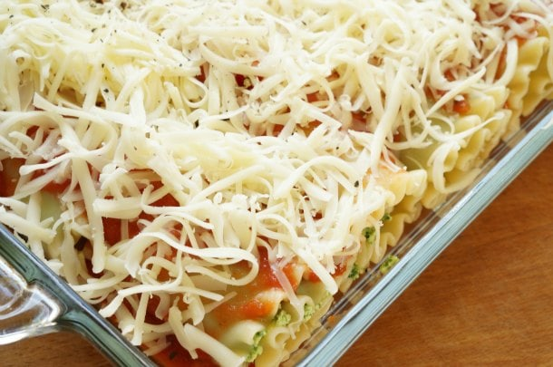 For everyone who is not ready (or don't have the time) to tackle a full lasagna, this is the perfect recipe. | YMCFood | YummyMummyClub.ca