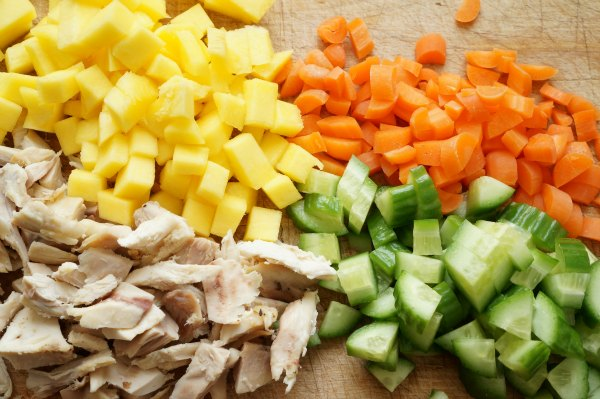 mango carrots cucumber and chicken