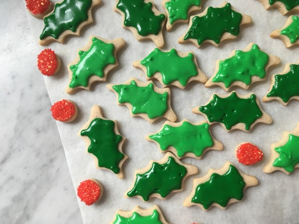 Christmas Cookie Wreath holly leaves and berries