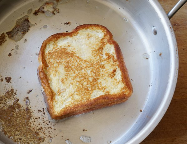 Monte Cristo sandwich in pan