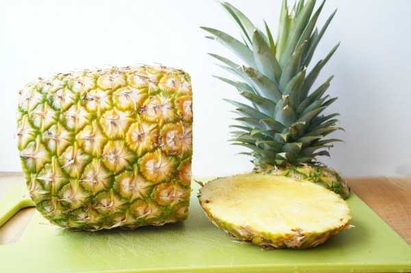 pineapple sliced top and bottom off