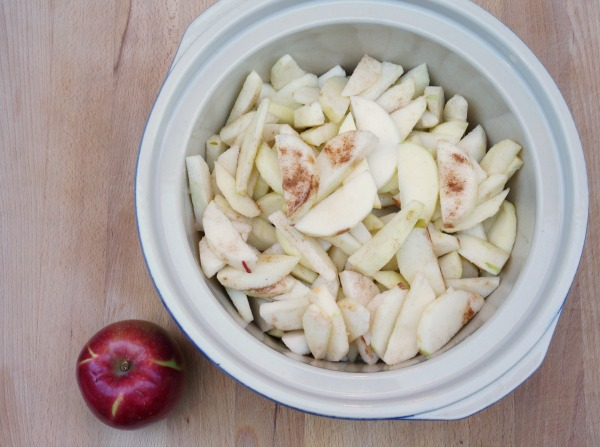 sliced apples in the crock pot slow cooker