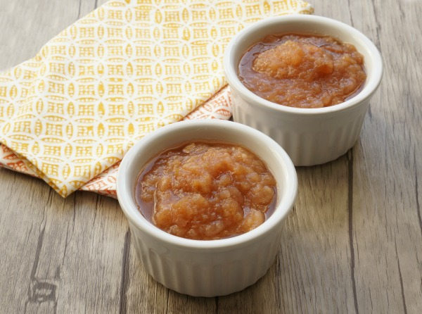 slow cooker applesauce in bowls