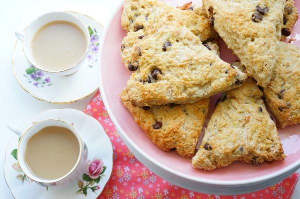 banana bread scones with tea