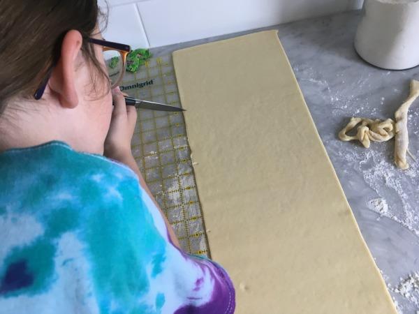 measuring croissants