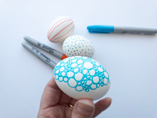 doodle easter egg in hand