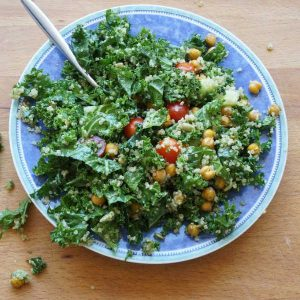 kale salad with pesto and crispy chick peas