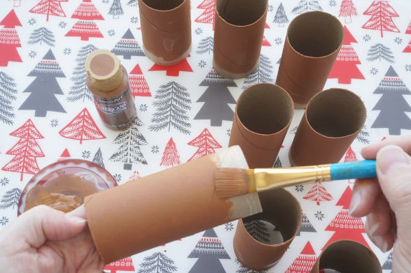 painting toilet paper roll reindeers brown