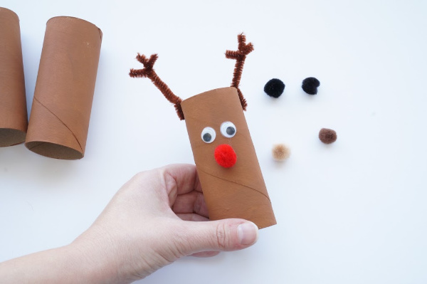 reindeer craft toilet paper with eyes and nose glued on