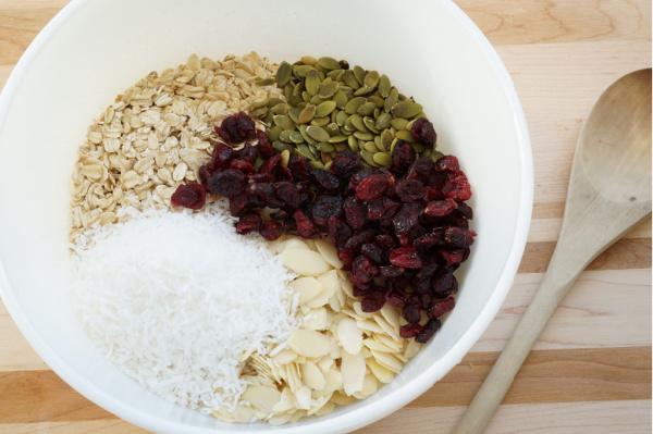 granola dry ingredients in bowl