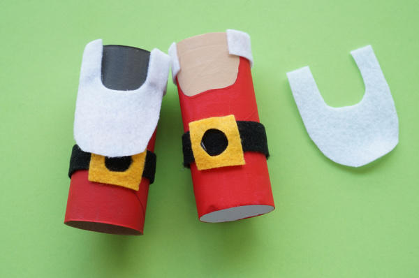 toilet paper roll santas with felt beards and hair glued in place