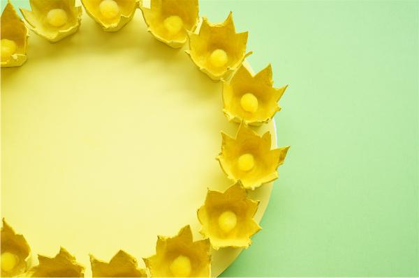 summer egg carton flower wreath closeup